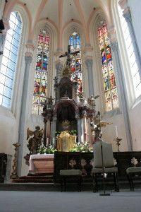 Roudnice nad Labem, kostel Narození Panny Marie, 14. století,  hlavní oltář. Foto: Václav Podlešák