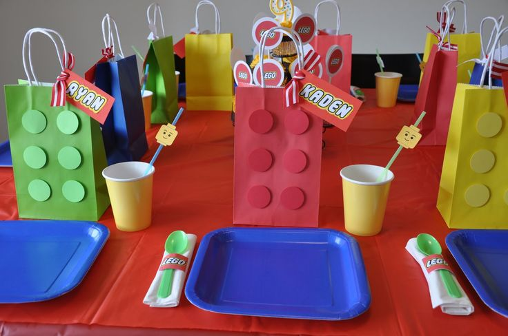 lego party plates | filled the goodie bags with a Lego toy, candy blocks (I picked these ...