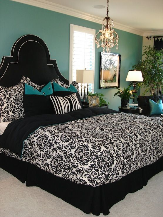 I want a black & white quilt like this one day. I also love the teal walls. :)