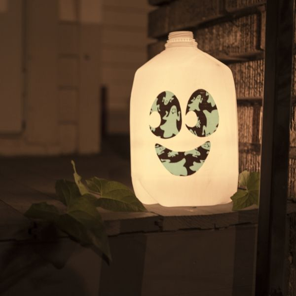 Create your own duct tape milk jar lantern that makes decorating for Halloween fun. http://duckbrand.com/craft-decor/activities/glow-in-the-dark-milk-jug-lantern?utm_campaign=dt-crafts&utm_medium=social&utm_source=pinterest.com&utm_content=duct-tape-crafts-halloween