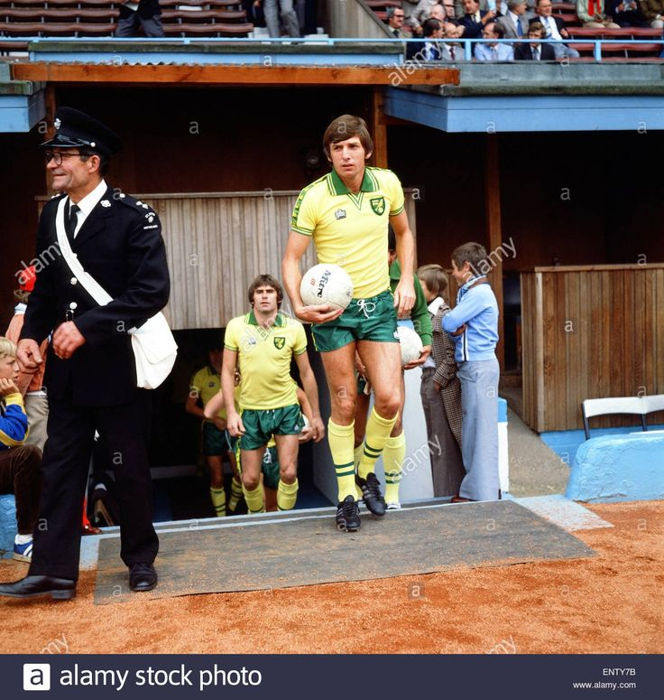 """Canaries Caption It on Twitter: """"Happy 73rd to Martin Peters (should be Sir) - the finest footballer to ever wear the Y&G. Yes kids, #NCFC had an English WC winner once. https://t.co/ppS5oT1ho4"""""""