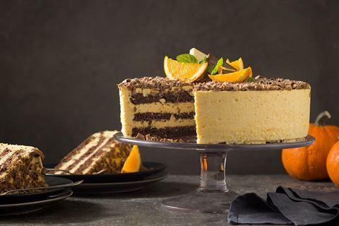 Przygotuj pyszny tort z dyni i pomarańczy na Halloween! Przepis Pawła Małeckiego znajdziesz na stronie Kuchni Lidla!