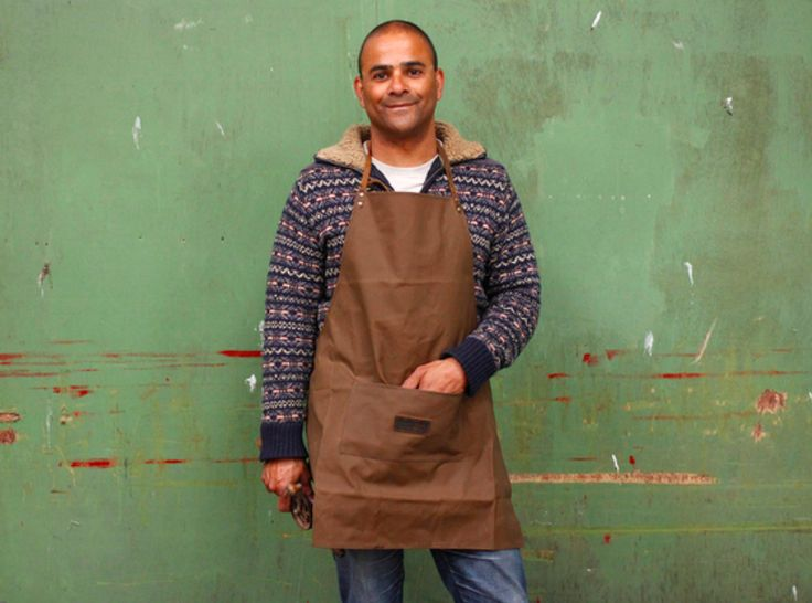 Our new waxed canvas apron is a work apron, it is inspired by traditional workman's aprons. #apron #giftsformen #giftideas