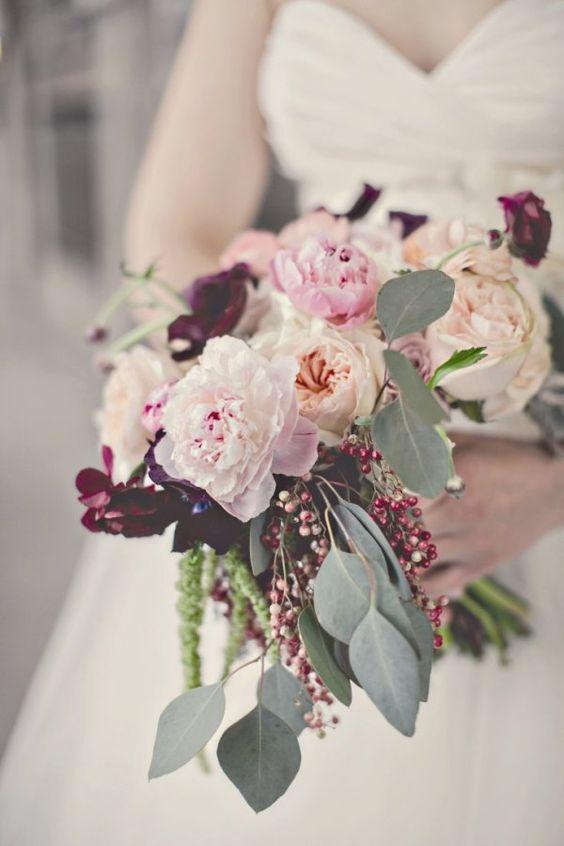 Gemischter Brautstrauß mit Pfingstrosen