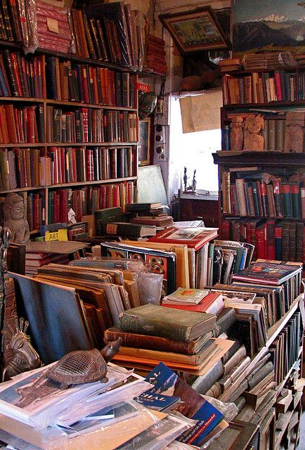 Maria Brothers, secondhand and antiquarian bookshop in Shimla, India  (Photo bybookchen)