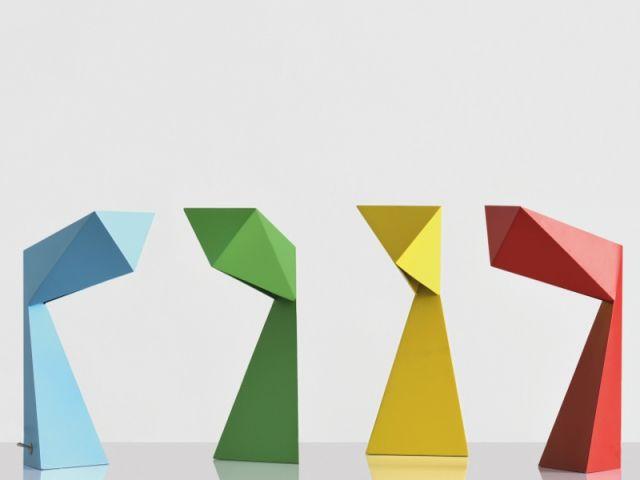 Jeux de pliage : Lampe Origami Editeur : Pouenat Designer : François Champsaur Matière : acier Lumières : 1x40w (G9) Prix sur demande www.pouenat.fr