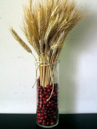 La belleza y sencillez de las espigas de trigo puede ser aprovechadaal máximo para crear atractivos arreglos y centros de mesa que puedes ...