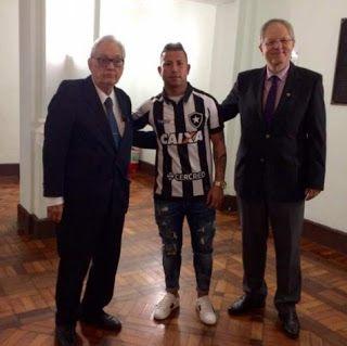 Blog Esportivo do Suíço: Agora é oficial! Valencia assina contrato de três anos com o Botafogo