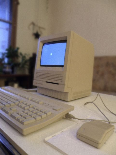 I remember when these came out. Macintosh SE/30 #retro #computer