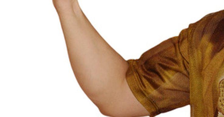 """Inchaço no cotovelo sem dor. Cotovelos são extremamente vulneráveis à lesões crônicas, como o """"cotovelo de jogador de tênis"""" ou """"de golfe"""", além da bursite. Normalmente o cotovelo do tenista ou do jogador de golfe são acompanhados com dor e, apesar de que os tendões inchem, pode ser que isso não seja visível. Ao contrário, bursite normalmente se manifesta como um inchaço ..."""