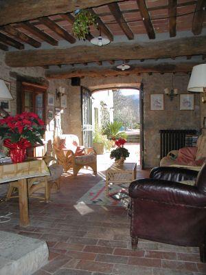 italian farmhouses   Tuscany Italy Farmhouse Holiday Accommodation Le Mura di Sopra