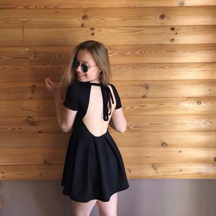 Платье с пышной юбкой открытой спиной купить выгодно Маленькое черное платье - это то, без чего Коко Шанель не представляла гардероба настоящей красотки. Но, чтобы стать истинной королевой вечеринки нужно немного фантазии, провокации и соблазнения. Какая деталь образа может быть обольстит