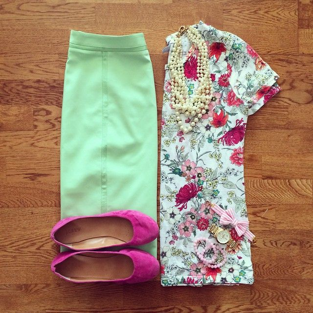 Down East Basics Mint Pencil Skirt, Floral Tee, Pink Flats, Pearl Necklace | #workwear #officestyle #liketkit | www.liketk.it/1hIPa | IG: @whitecoatwardrobe
