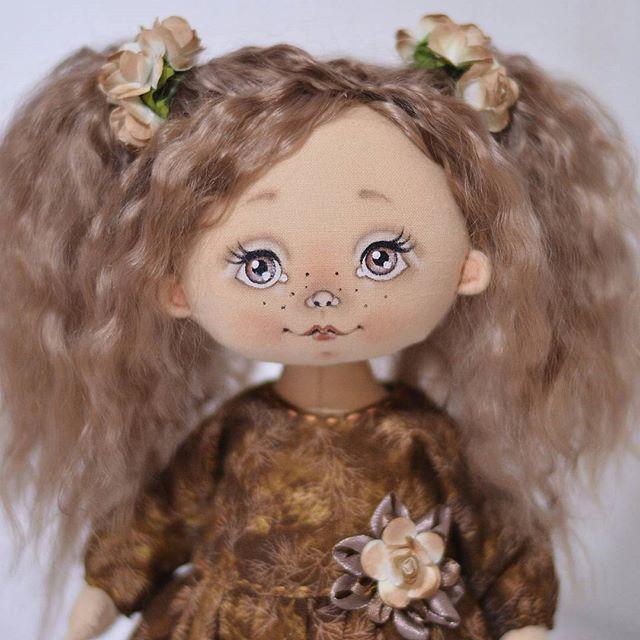 Доброе утро  Шоколадку в ленту Малышка ищет новый дом #куклы #кукла #авторскаяигрушка #ручнаяработа #авторскаякукла #игрушканазаказ #интерьернаякукла #подарок #идеяподарка #куклаизткани #doll #artdoll #instadoll #текстильнаякукла #инстаграмнедели #люблю #люблюсвоюработу #омск #хорошеенастроение
