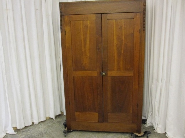 Etonnant Antique Solid Oak Gentlemanu0027s 2 Door Armoire / Wardrobe Spool Carved Trim  Nice