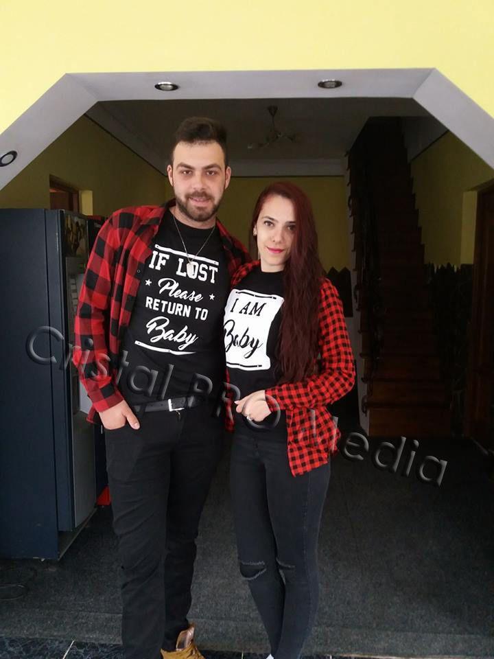 Set tricouri pentru cupluri indragostite cu mesaj: If lost please return to baby & I am Baby