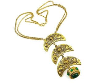 Dichiarazione d'epoca Collana oro vittoriano Fob Revival etrusca vetro verde degli anni sessanta High-End Costume gioielli pista pettorina collare