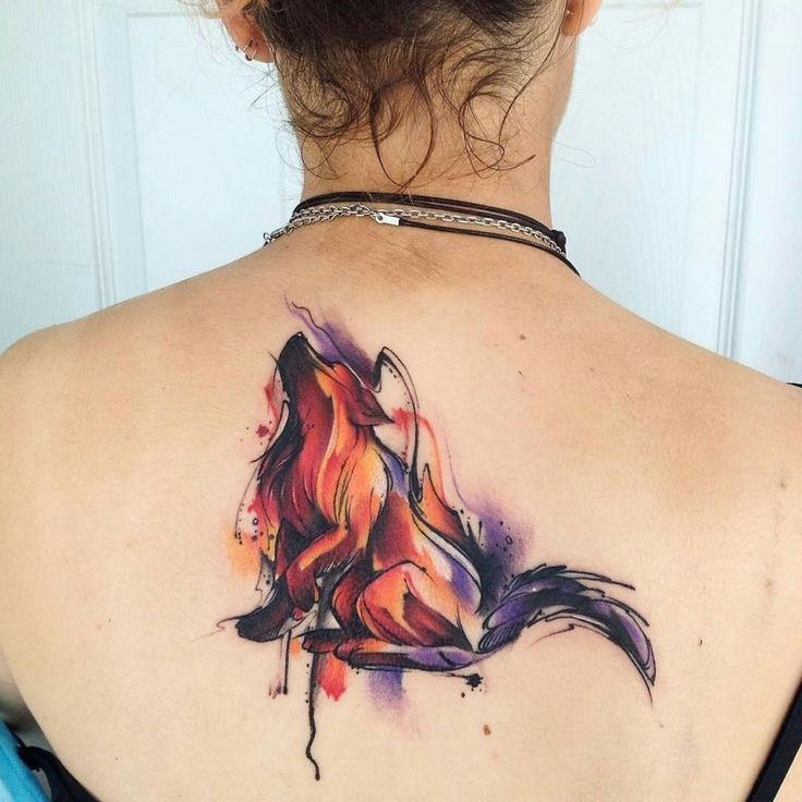 Incredible naturally colored fox tattoo on back in watercolor style