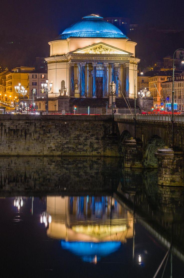 Torino, la Gran Madre si riflette Italy