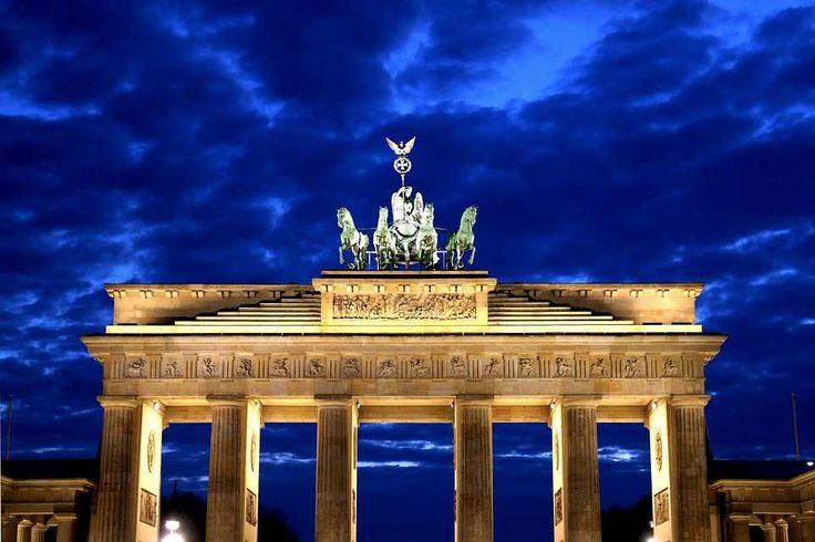 Poster & Download: Brandenburg Gate Potsdam Place Nacht Wolken Blau Kategorien: landschaften, brandenburg, gate, potsdam, place, night, clouds, blue, hour, twilight, sky, berlin, evening