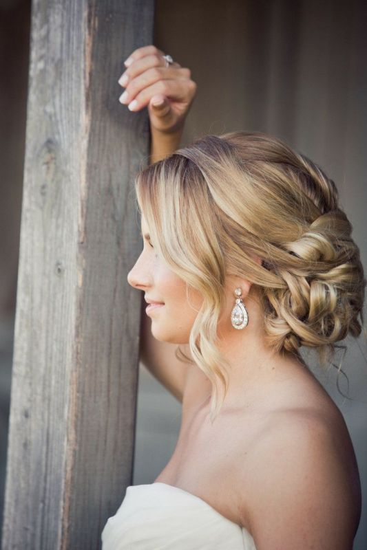 Match Your Wedding Earrings with Your Wedding Hairstyle