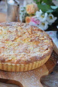 Bratapfelkuchen mit Ahornsirup Zimtsauce - Baked Apple Almond Tarte with maple…