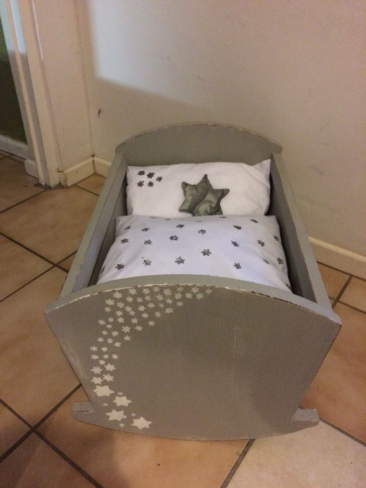 Large rocking dolls bed with stars!!! Sweet!!!⭐️