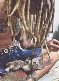 kitty cat cute hippie hipster boho indie kitten tattoos lovely tattoo boy man rasta guy pet dreads dreadlocks Gipsy