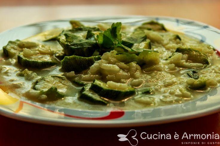 #Minestra di #riso e #zucchine leggera e delicata http://www.cucinaearmonia.com/2014/05/minestra-di-riso-e-zucchine.html #food #foodblogger #cucinaearmonia