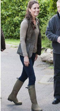 Appreciation of BOOTED NEWS WOMEN Blog: The Duchess of Cambridge boots up to explore the rain forest
