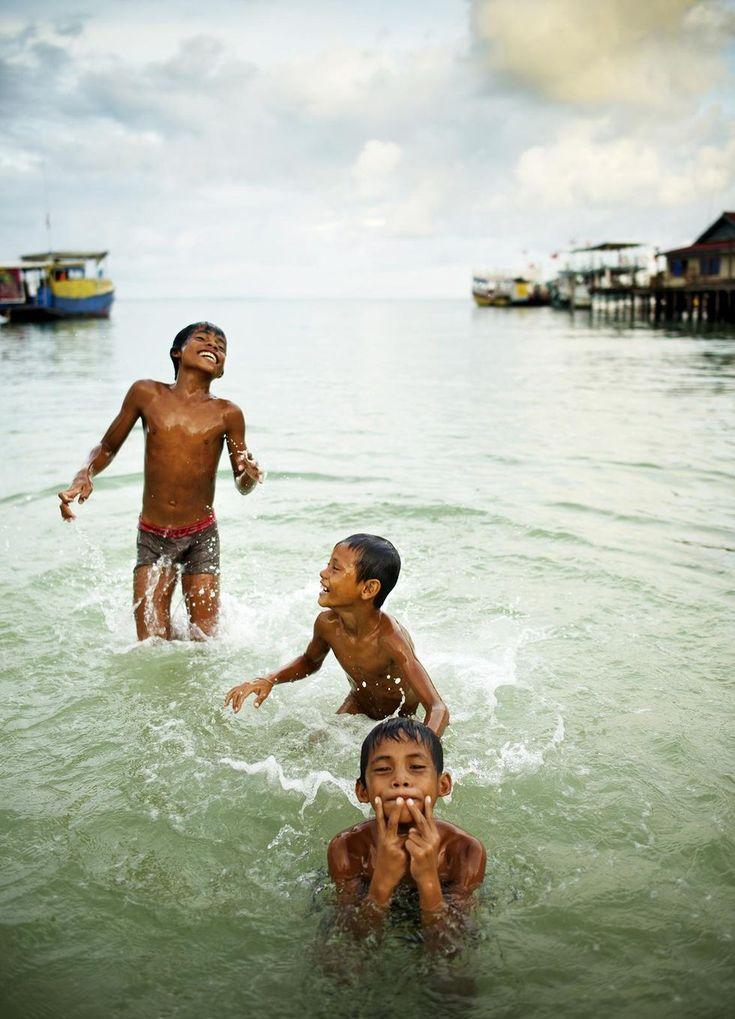 Kambodja: Bad och skratt. Foto: Jonas Gratzer.