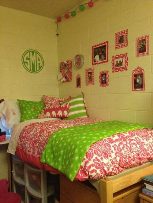 17 Best images about Preppy Girl n Curls on Pinterest  ~ 055653_Sorority Dorm Room Ideas