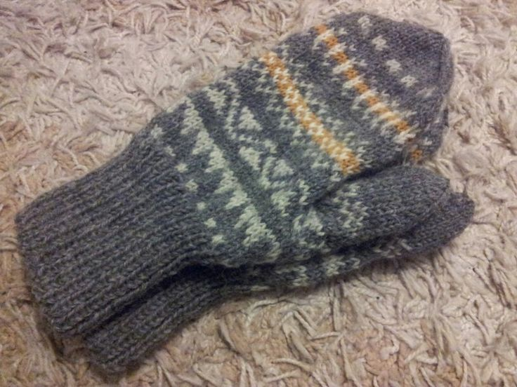 These mittens I made for my father on Christmas. At least he says they fit better than the earlier ones. not sure if he's lying just to make me feel better... ;)