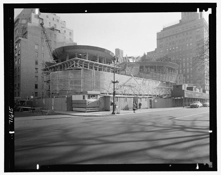 Maybe not all know how complex and innovative the creation of the Solomon R. Guggenheim Museum in #Newyork was. (photo by Gottscho-Schleisner, Inc. courtesy of The Library of Congress) Discover the whole story on #Inexhibit #museums magazine here: http://www.inexhibit.com/case-studies/the-guggenheim-museum-an-american-revolution/