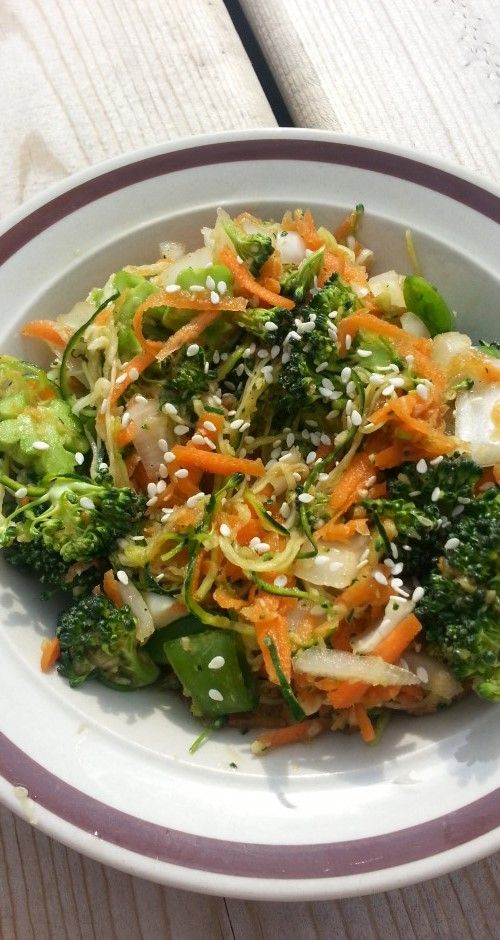 You gotta try this Raw Zucchini Lo Mein | The Raw Food World