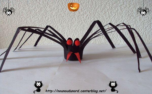 L'araignée réalisée avec un rouleau de sopalin, explications sur mon blog http://nounoudunord.centerblog.net/865-araignee-realisee-avec-un-rouleau-de-sopalin