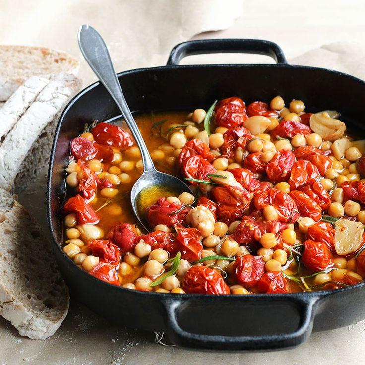 Maikin mokomin: Oliiviöljyssä haudutettuja kirsikkatomaatteja ja  kikherneitä   Olive oil braised cherry tomatoes and chickpeas