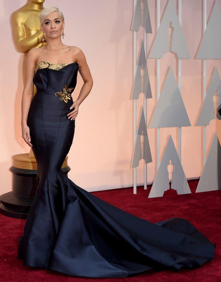 Вечернее платье из атласа русалка