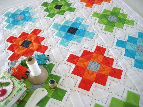 Modern Hand Quilting Patterns : 17 Best images about Hand Quilting on Pinterest Crafting, Stitches and Grey fabric