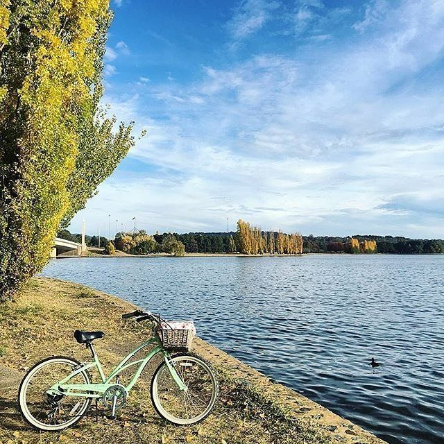 Canberra is the cycling capital of the nation with some of Australia's finest network of cycle paths and off-road MTB trails. Lake Burley Griffin in particular is surrounded by cycle paths, making it perfect for riding, with parks, cafes and national attractions to visit along your way. Photo by Instagrammer @ltgrace. #visitcanberra #onegoodthingafteranother