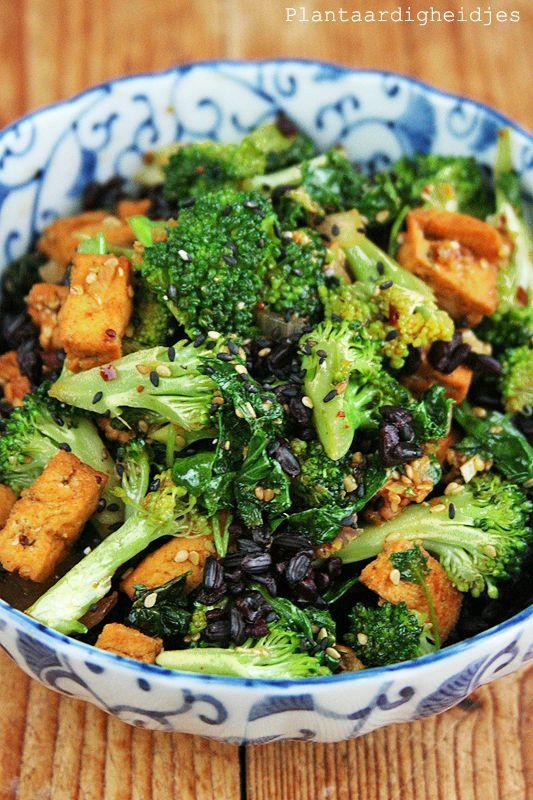 Plantaardigheidjes: Zwarte rijst met boerenkool en broccoli