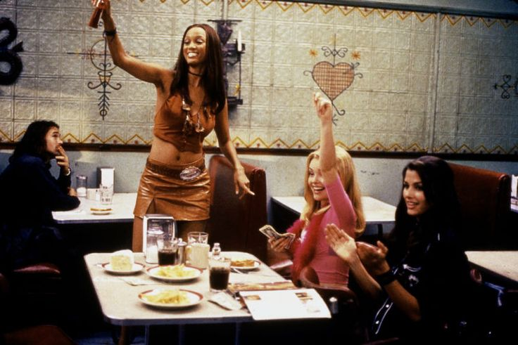 Zoe (Tyra Banks), Cammie (Izabella Miko) and Rachel (Bridget Moynahan) ~ Coyote Ugly (2000) - Movie Stills ~ #chickflicks #coyoteugly #moviescenes #moviestills #izabellamiko #tyrabanks #bridgetmoynahan