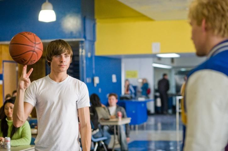 Still of Zac Efron and Hunter Parrish in 17 Again (2009) http://www.movpins.com/dHQwOTc0NjYx/17-again-(2009)/still-2443021056