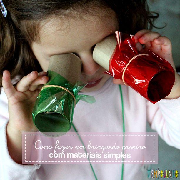 Materiais não estruturados, como elástico e rolo de papel, se transformam em brinquedos incríveis quando olhamos para eles com a curiosidade das crianças.