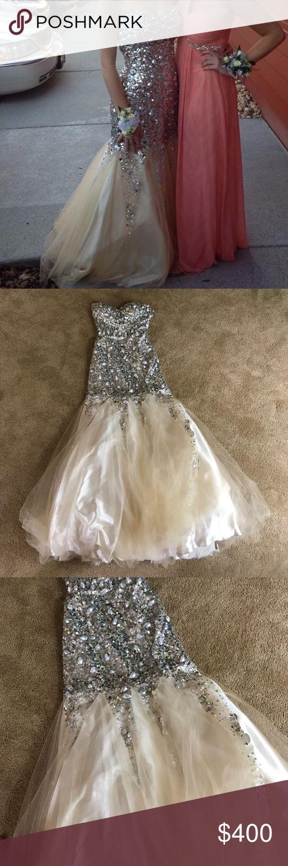 Tony Bowls Dress! Beautiful Tony Bowls Dress! Tag says 9 but altered to fit a 0-2 Tony Bowls Dresses Prom