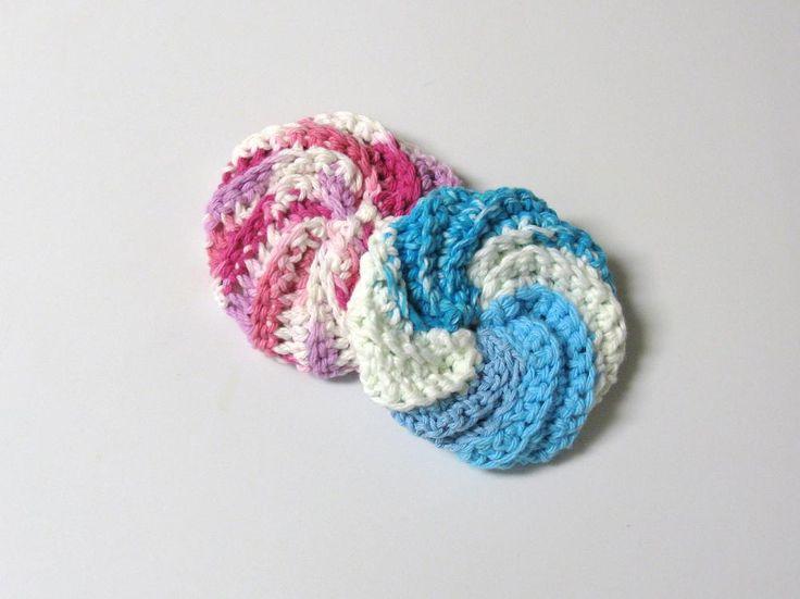 Un tawashi... mais qu'est-ce donc ? Le nom d'origine japonaise signifie une petite lavette-éponge utilisée pour la vaisselle. Tout simplement ! C'est très amusant à faire. :-) Vous avez envie d'es...