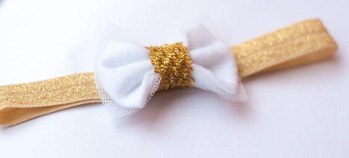 Baby haarbandje met een mooi luxe goud kleurige bandje http://www.hipenhaar.nl/haaraccessoire/goud-kleurig-baby-haarbandje-met-een-witte-tule-en-vilten-strik/