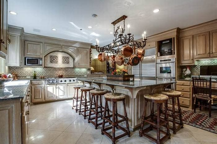 Million dollar homes 11 rich kitchens from multi million for Million dollar kitchen designs