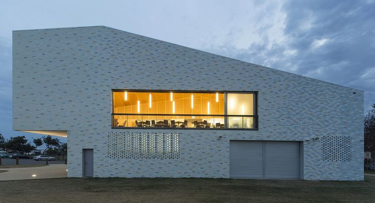 Kempsey Crescent Head Surf Life Saving Club | Neeson Murcutt Architects