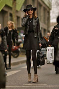 Normalmente no suelo tener problemas a la hora de ponerme unas medias que combinen con la ropa que vaya a llevar ese día, ya que cuando voy de compras no me complicoy en el cajón tengo negras tupidas, negras un poco menos tupidas, negras algo más transparentes, grises tupidas, leotardos de lana gris, medias azul […]
